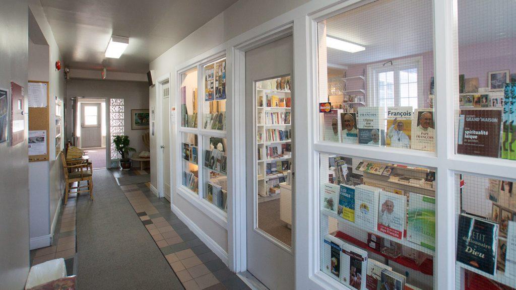 Façade librairie foi chrétienne vitrée Maison du Renouveau